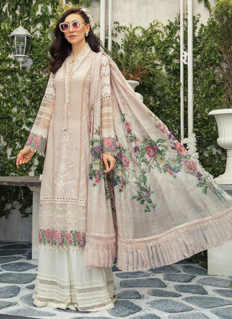 Latest Trending Pakistani Suits Designs Every Women's Loves..!!