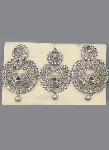 Pearl Beaded Party Wear earrings With Maang Tikka