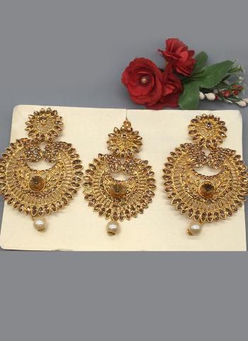 Traditional Designer Earrings With Maang Tikka