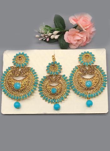 Gold Pearl Earrings With Maang Tikka