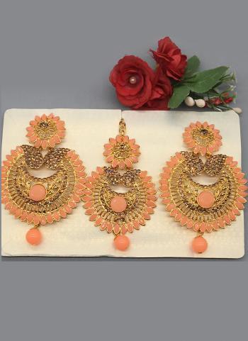 Stylish Party Wear Diamond Earrings With Maang Tikka