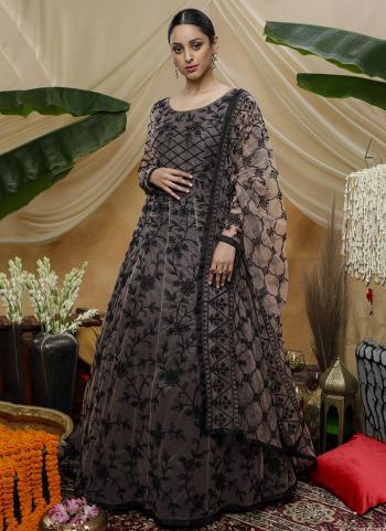 Multi Color Net Wedding Wear Thread Work Gown
