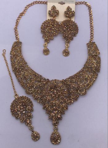 Golden New Diamond Necklace Design