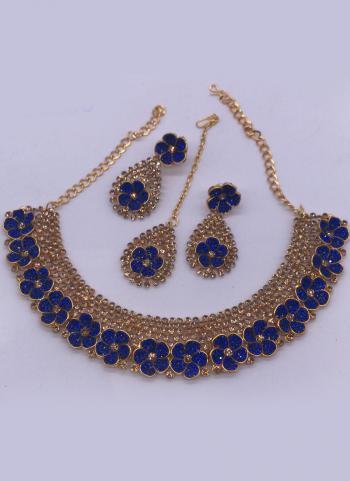 Blue Flower Design Necklace Set