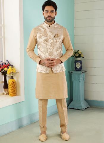 Crem Gold Art Banarasi Silk Party Wear Jacquard Kurta Pajama With Jacket