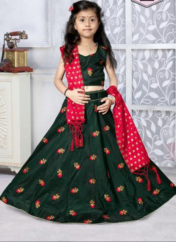 Tapeta Satin Festival Wear Dark Green Butti Work Girls Lehenga Choli