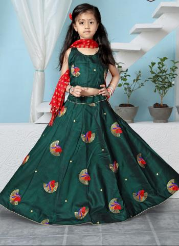 Tapeta Satin Green Festival Wear Butti Work Girls Lehenga Choli