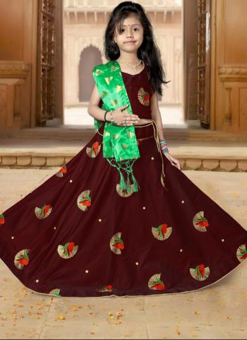 Tapeta Satin Festival Wear Maroon Butti Work Girls Lehenga Choli