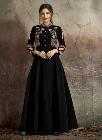 Tapeta Silk Black Embroidery Work Party Wear Gown
