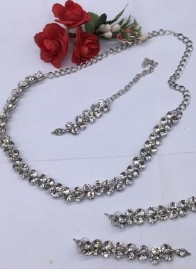 Sipmle And Stylish Silver Necklace Set