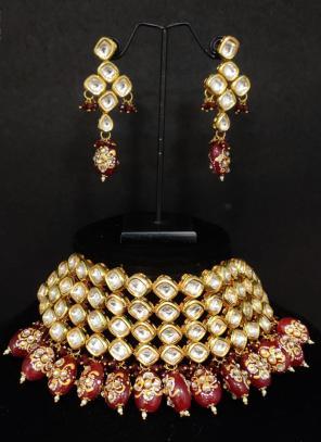 Maroon Beads Kundan Chokar Necklace With Earrings