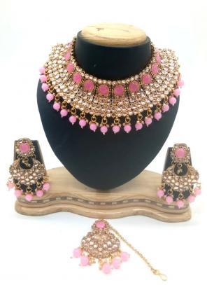 Pink Kundan Chokar Necklace Set With Earrings And Maang Tikka