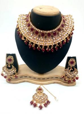 Wine Kundan Chokar Necklace Set With Earrings And Maang Tikka