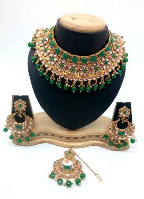 Green Bridal Kundan Necklace Set With Earrings And Maang Tikka