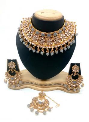 Grey Bridal Kundan Necklace Set With Earrings And Maang Tikka
