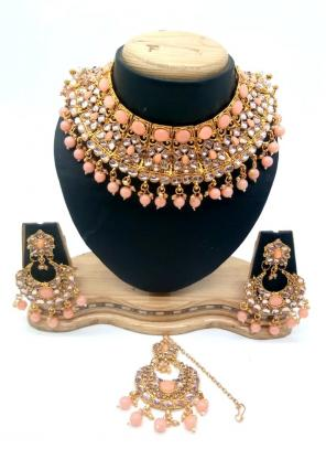 Peach Bridal Kundan Necklace Set With Earrings And Maang Tikka