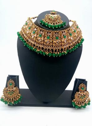 Green Traditional Kundan And Stone Studded Chokar Necklace Set
