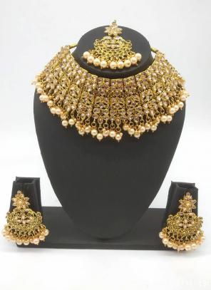 Golden Trendy Bridal Kundan Chokar Necklace Set