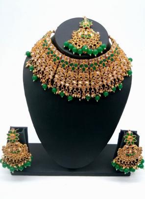 Green Gold Tone Bridal Kundan Chokar Necklace Set