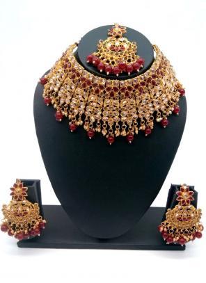 Maroon Gold Tone Bridal Kundan Chokar Necklace Set