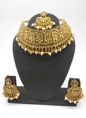 Golden Beautiful Stone And Kundan Studded Bridal Necklace Set