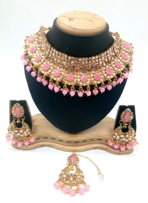 Light Pink Gold Tone Kundan And Pearls Chokar Necklace Set