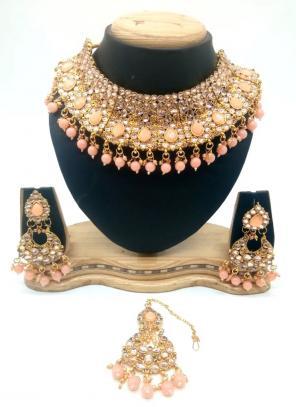 Peach Gold Tone Kundan And Pearls Chokar Necklace Set